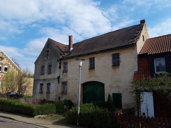 Aschersleben/Giersleben: alter Bauernhof am Ortsrand zu verkaufen