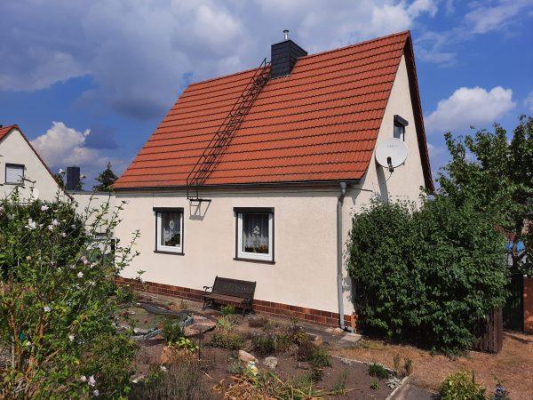 OBJEKT IST RESERVIERT Amsdorf (Seegebiet): frei stehendes solides Haus mit großem Garten zu verkaufen!