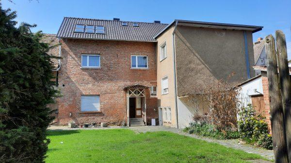 OBJEKT IST RESERVIERT Alterode: großes solides Haus (kleiner Bauernhof) am Fluss Eine zu verkaufen!