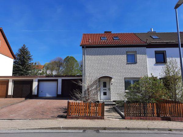 OBJEKT IST RESERVIERT Hettstedt: gepflegtes solides Einfamilienhaus mit 2 Garagen und Garten zu verkaufen!