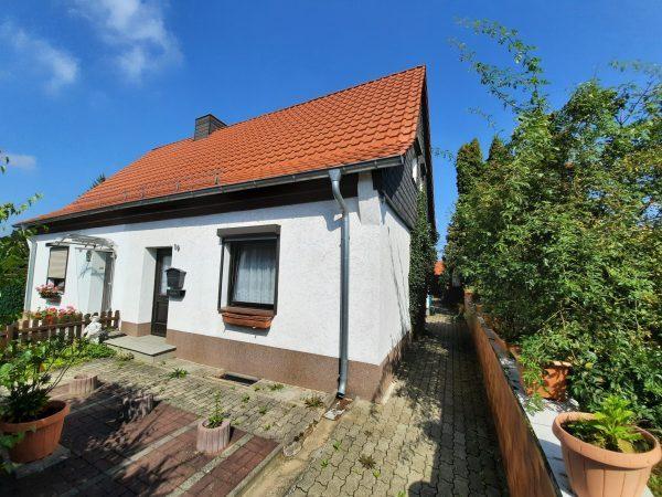 Hettstedt: rechte Doppelhaushälfte mit Garage in sehr schöner Lage zu verkaufen!